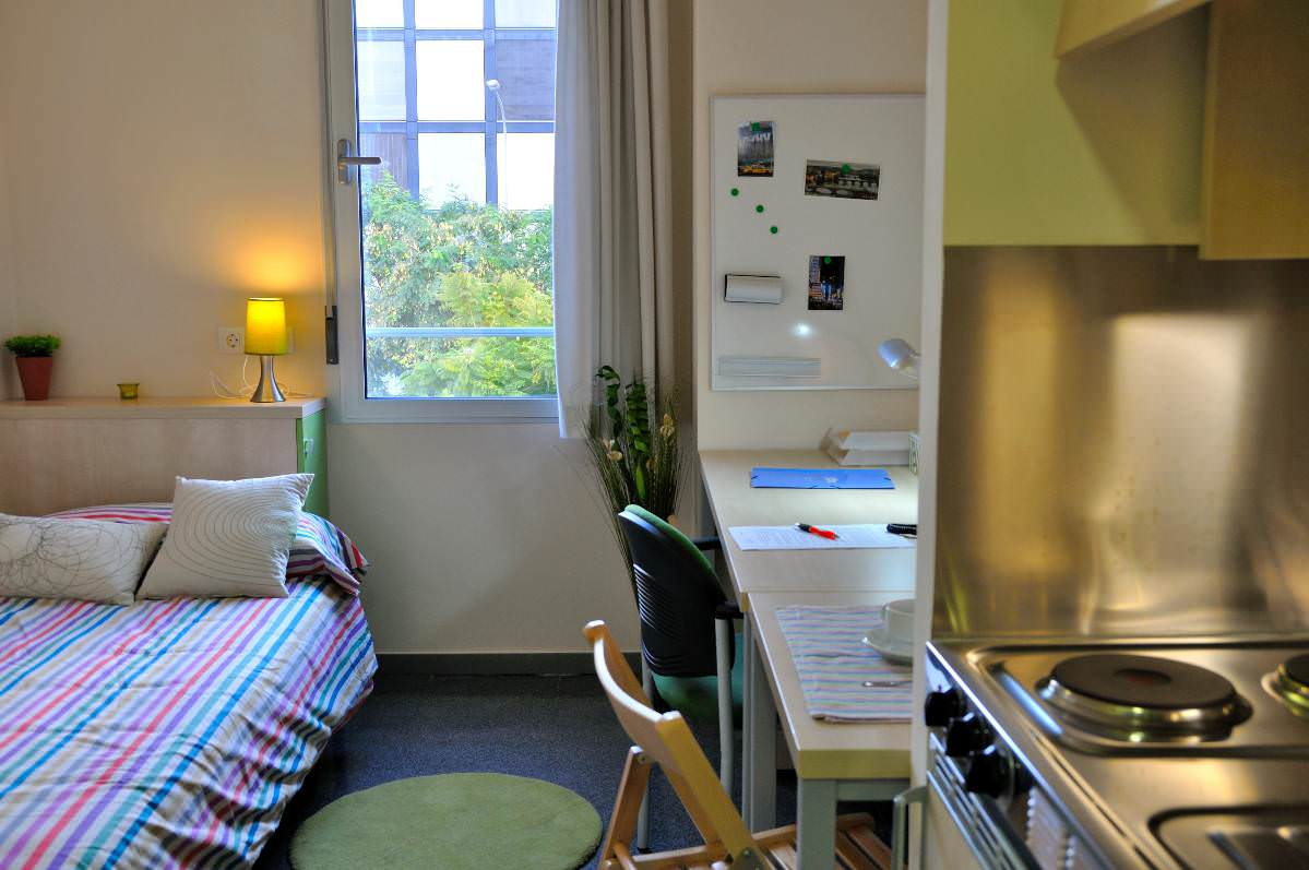 Residencia universitaria dami bonet valencia student for Decorar habitacion residencia universitaria