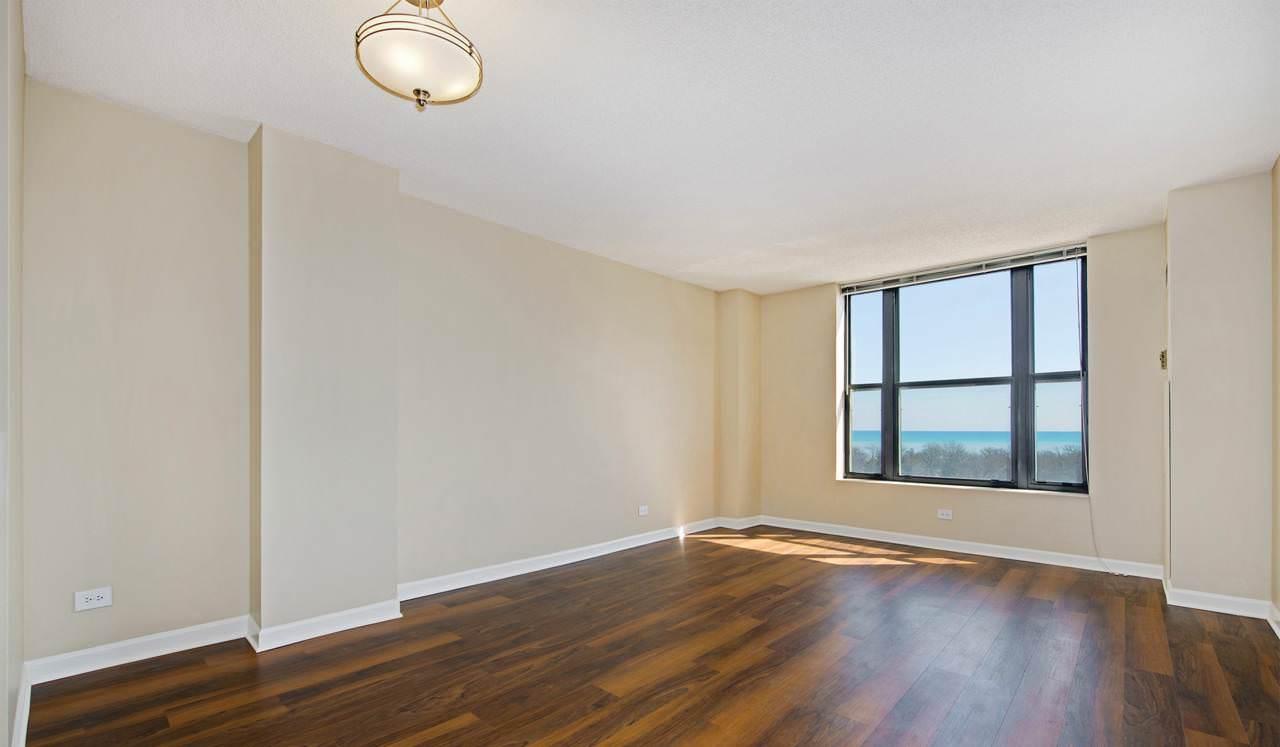 Evanston Place Apartments Student Housing • Student.com